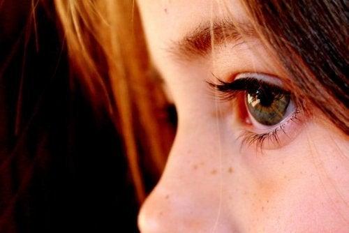 Los niños deben someterse a pruebas oculares con el fin de detectar problemas como el ojo vago.