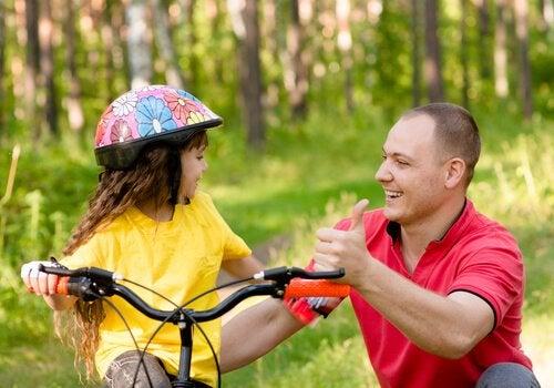 Aprender a andar en bicicleta es una clásica forma de aprendizaje kinestésico.