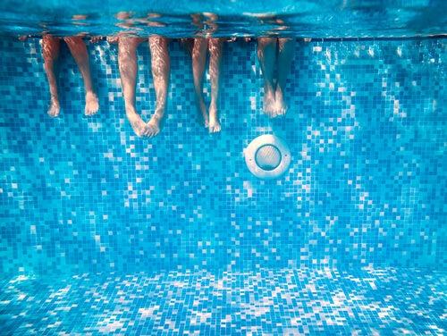 La piscina es un lugar donde se contraen muchos hongos.