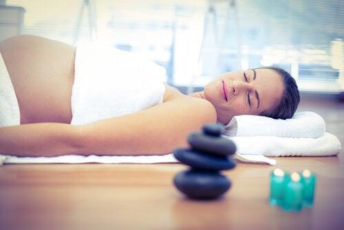 Existen numerosos remedios naturales para adelantar el parto.