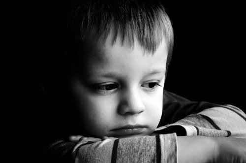 Características de niños con apego desorganizado