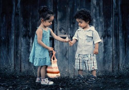 7 formas de fomentar la bondad infantil