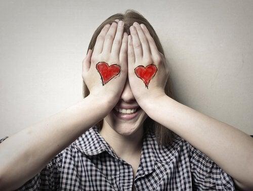 El primer amor en la adolescencia de tu hijo: claves para actuar