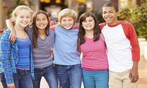Enseñar a los niños a no juzgar les permitirá tener relaciones sanas.