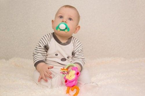 El chupete permite a los bebés calmar su ansiedad.