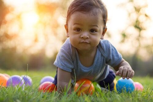 Las primeras palabras del bebé suelen ser las mismas que está acostumbrado a escuchar.