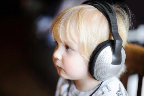 La musicoterapia para niños autistas.