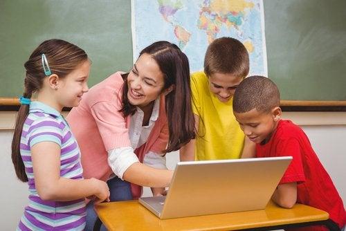Los rincones de enriquecimiento curricular en el aula.