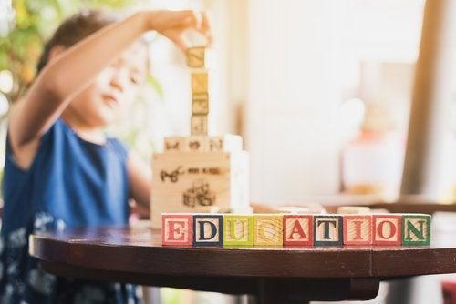 Es fundamental estimular la competencia lingüística en niños desde que son pequeños.