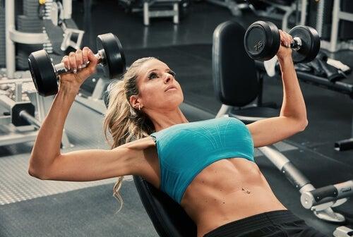 El deporte favorece el cuidado de las mamas.