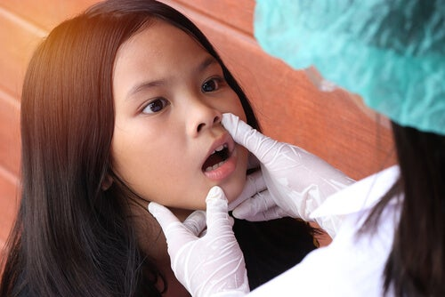 Le médecin doit être conscient des signes de trouble de la rumination chez les enfants.