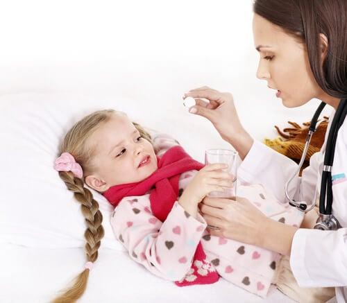 El dolor de anginas puede prevenirse abrigándose debidamente.