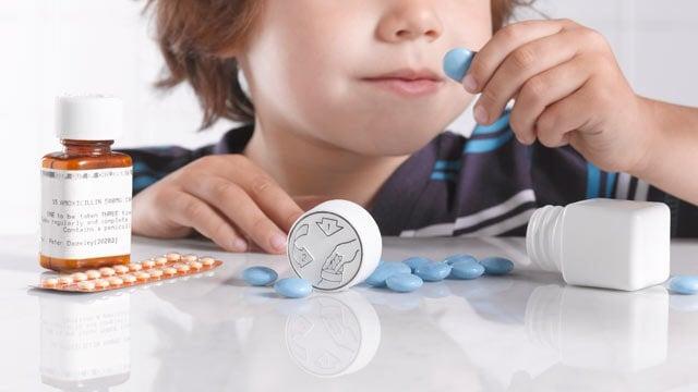 Automedicar a los niños puede tener consecuencias gravísimas para su salud.
