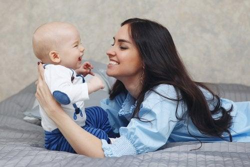 Formas de estimular el sentido del oído del bebé