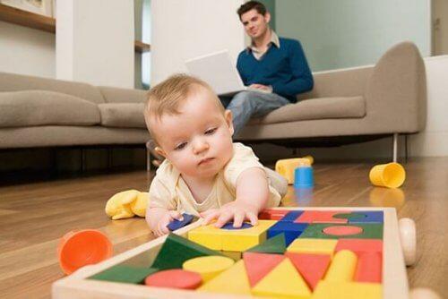 Los estímulos activan el desarrollo de los sentidos del bebé.