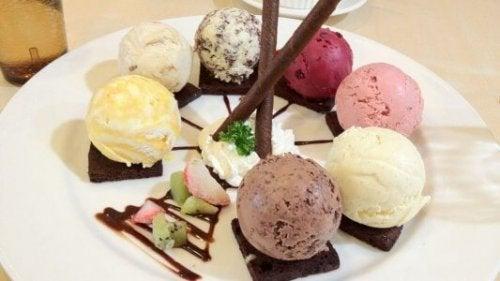Las recetas con helados permiten crear deliciosos postres con un gran atractivo estético.