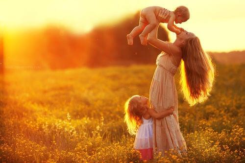 La alegría es necesaria para educar con amor.