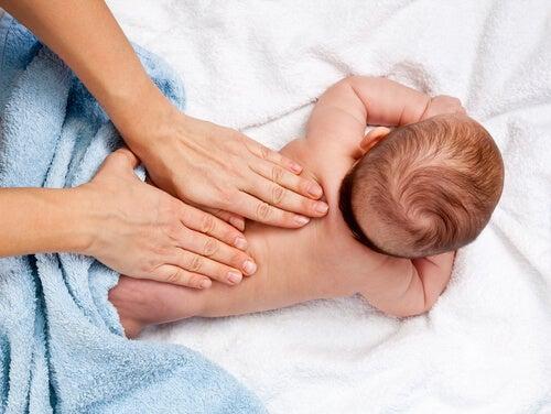 12 beneficios de los masajes infantiles