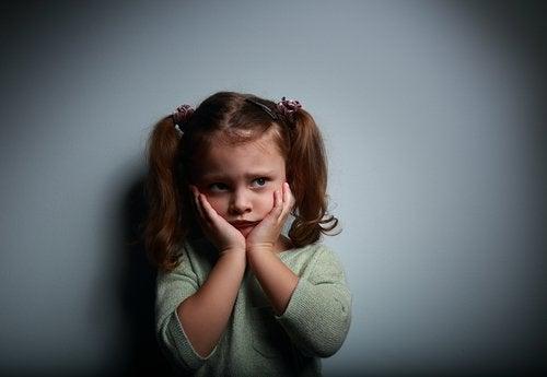 Enseñar a los niños a superar los miedos es una actividad compleja que requiere la presencia de los padres.