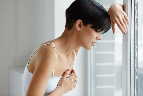 El dolor puede requerir el uso de pezoneras durante la lactancia.
