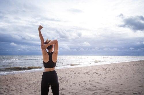 Faire du sport est un bon moyen de perdre du poids après 40 ans.