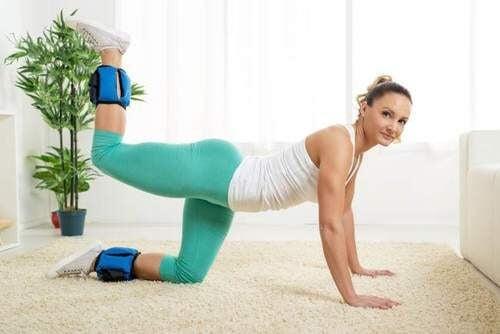 Los ejercicios para tonificar los glúteos se pueden hacer desde casa.