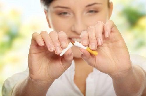 Durante la semana 5 del embarazo conviene abandonar los hábitos nocivos para la salud.