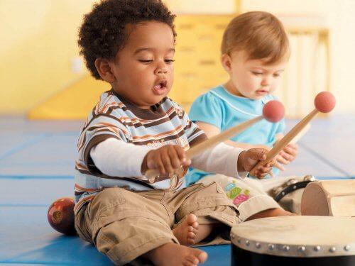 La musicología tiene numerosos beneficios para los niños.