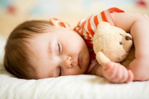 Cuanto más pequeño el bebé, más tiempo necesitará descansar.