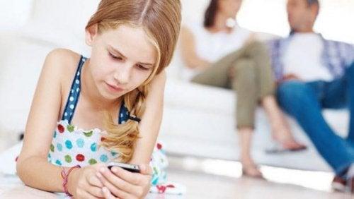 Los niños y el móvil: sus peligros y beneficios