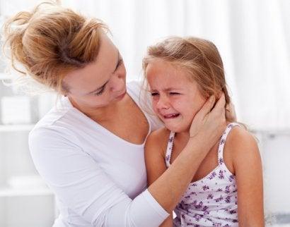 La irritabilidad en los niños se soluciona en muchos casos por medio de la confianza con los padres.