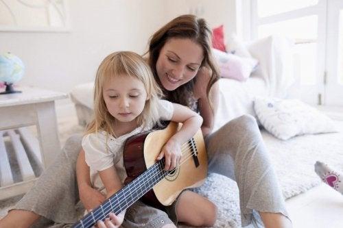 Escoger un instrumento de música para mi hijo es una tarea que, por supuesto, requiere de su participación.