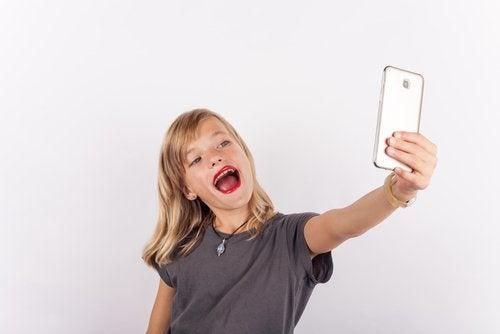 Sorprendemente, el exceso de confianza también es uno de los problemas de autoestima en niños más frecuentes.
