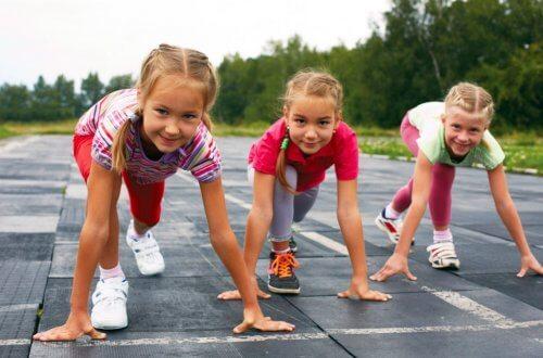 El atletismo para niños genera numerosos beneficios para la salud de los pequeños.