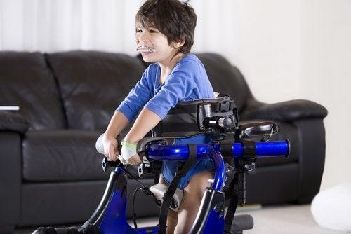 Es necesario acomodar el espacio a los alumnos con discapacidad.