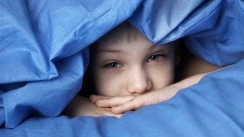 La falta de descanso impide que el afectado se concentre y preste atención.