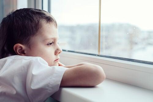 La tristeza pude provenir de la falta de juego en la infancia.