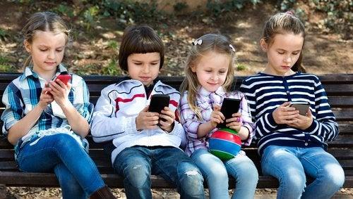 El uso de Whatsapp en los niños se ha expandido considerablemente.