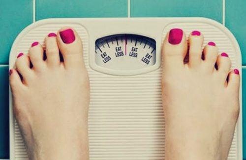 La anorexia tiene consecuencias físicas y sociales.