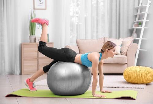El pilates es una buena forma de recuperar la figura en poco tiempo.