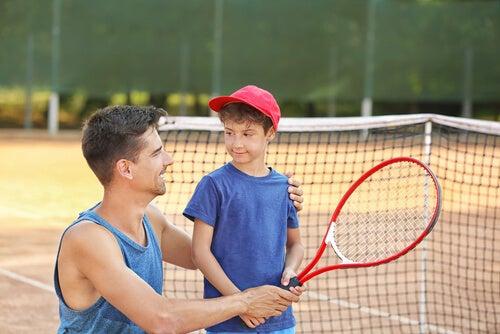 La ayuda de un entrenador a la hora de realizar un deporte muchas veces es necesaria.