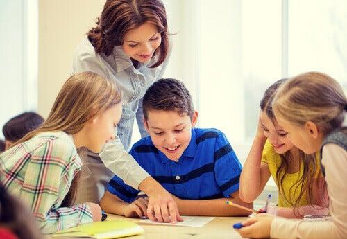 El orientador en el centro escolar tiene una serie de tareas.
