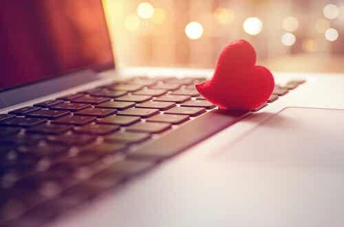 ¿Se puede uno enamorar a través de Internet?