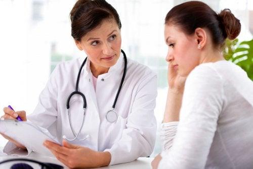 Es imprescindible acudir al médico cuando se está embarazada.