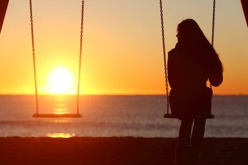 Muchos adolescentes sufren la soledad.