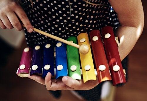 La música como forma de aprendizaje potencia las capacidades de los niños.