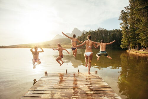 Las primeras vacaciones con amigos en la adolescencia