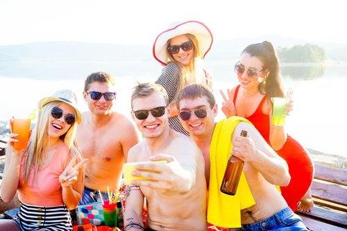 Popularidad y adolescencia están directamente relacionados a los amigos y los contactos en redes sociales.