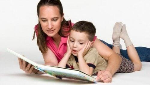 La escritura especular se puede combatir a través de la lectura temprana.