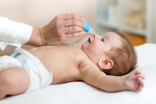 Cómo descongestionar la nariz del bebé